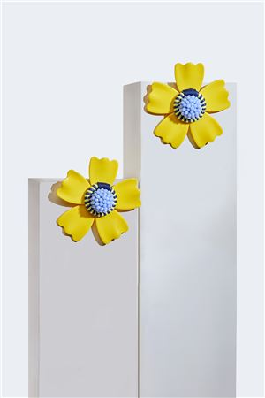 Soleil L'aster Acrylic Flower Stud Earrings