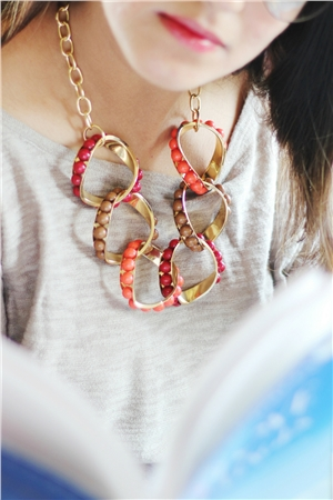 Merlot Interlocked Loops Resin Red Necklace